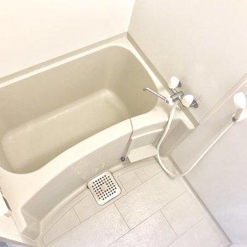お風呂場はゆったりと。※写真は2階の反転間取り別部屋のものです