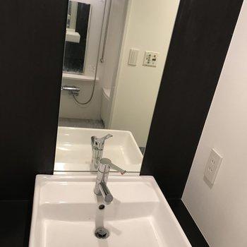 ホテルのような独立洗面台ですね~
