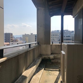 【7階ラウンジ工事中】広々なベランダがあります。