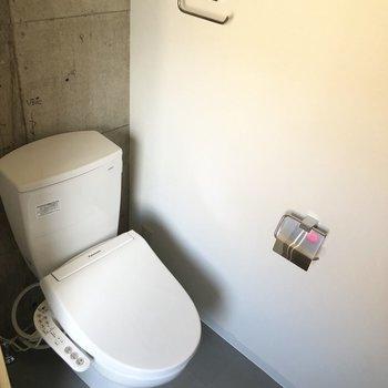 【7階ラウンジ】お手洗いは洗面と同一スペースになります