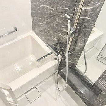 お風呂は浴室乾燥機付きです。※写真は5階の同間取り別部屋のものです