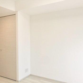 ドア横にはクローゼット。※写真は5階の同間取り別部屋のものです