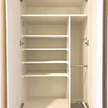 長靴やブーツも収納できそうです。※写真は5階の反転間取り別部屋のものです