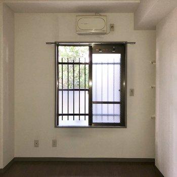 【洋室5.3帖】廊下に出てもう1つの洋室へ