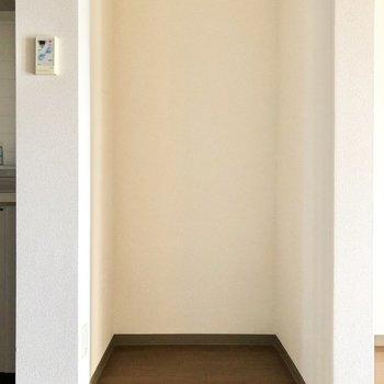 【DK】キッチンの横には冷蔵庫置き場があります