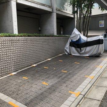 バイク専用の駐車場も。