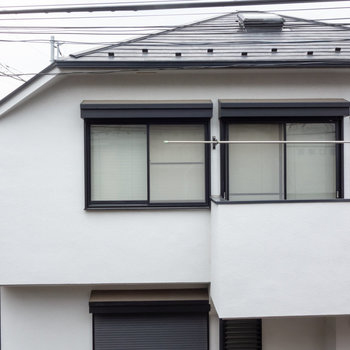 眺望は、隣のお家。人通りは少なめです。