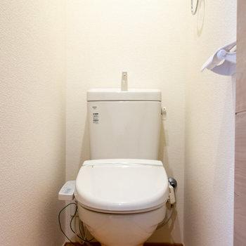 嬉しいウォッシュレット付きトイレ。