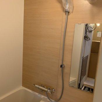 【工事中】浴室ユニット新品に交換  木目調のアクセントシート