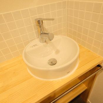 【イメージ】脱衣所の角には、受け皿が丸いタイプの洗面台