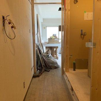 【工事中】廊下部分 右側が水廻りになります