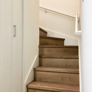 お部屋へはこの階段で。