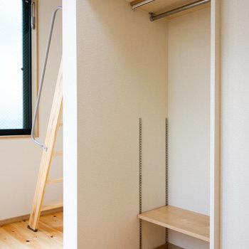 オープンクローゼットはカーテンで目隠し可能です。
