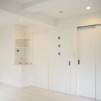 清潔感のある白!ドアのデザインも素敵です。