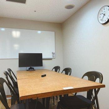 会議室①  2つの大きさの会議室があり使い分けることも可能です!