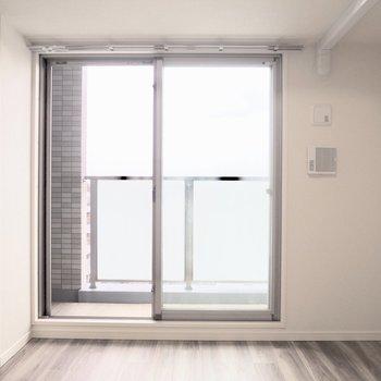 優しい光がお部屋に広がります※写真は7階の反転間取り別部屋のものです