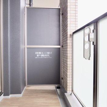 少し広めのバルコニー※写真は7階の反転間取り別部屋のものです
