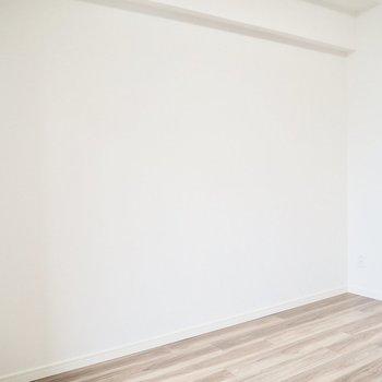 ベッドはこっちに置こうかな※写真は7階の反転間取り別部屋のものです