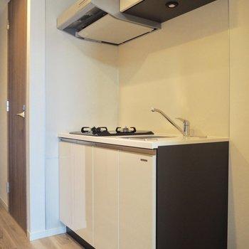 お部屋の雰囲気にあったキッチン※写真は7階の反転間取り別部屋のものです