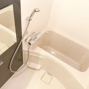 お風呂は浴室乾燥機付きです。※写真は前回募集時のものです