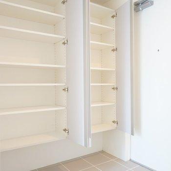 下駄箱も大容量!※写真は3階の同間取り別部屋のものです
