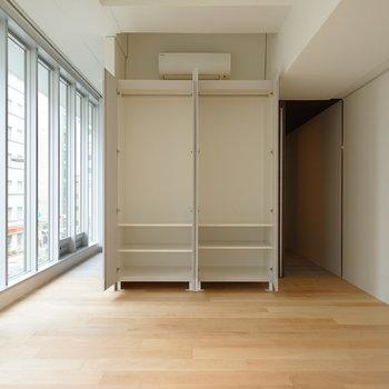 収納はこんな感じで、大きめ!※写真は3階の同間取り別部屋のものです