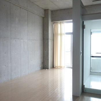浴室部分からも光がさしこみます(※写真は5階の反転間取り別部屋のものです)