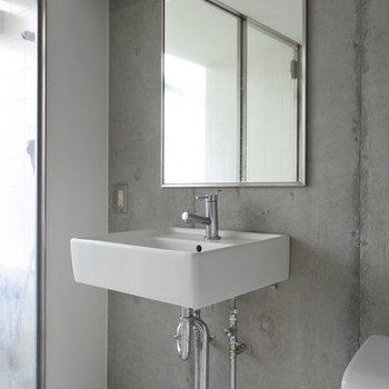 洗面とトイレは同室です。(※写真は5階の反転間取り別部屋のものです)