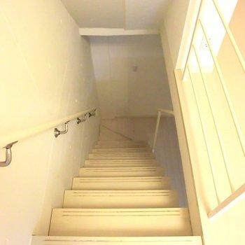 地下へ♪※写真は1階の反転間取り別部屋のものです