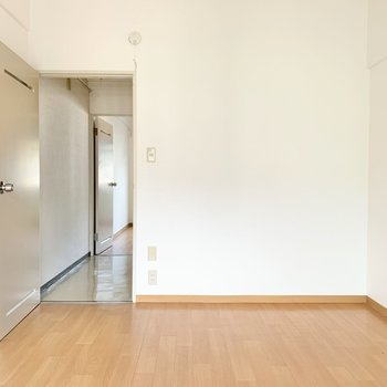 【洋室③】シンプルなので家具が合わせやすい◯では、もう一度1階へ。(※写真は1階の同間取り別部屋のものです)