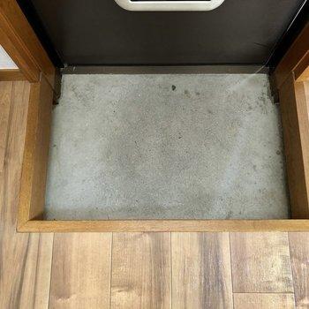 玄関スペースはコンパクト。靴はシューズボックスにしまっておきましょう