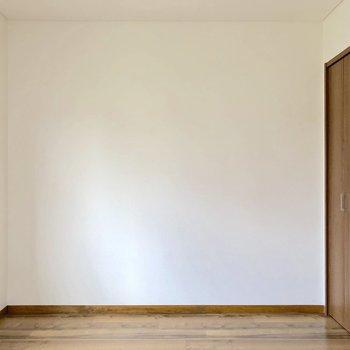 【洋室4.5帖】壁沿いにベッドを置こうかな