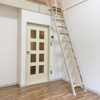 天井も高めなので、家具も大きいサイズをチョイス