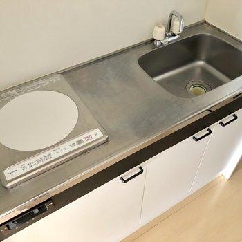 調理スペースも確保されていて、IHコンロなのでお掃除も簡単にできます
