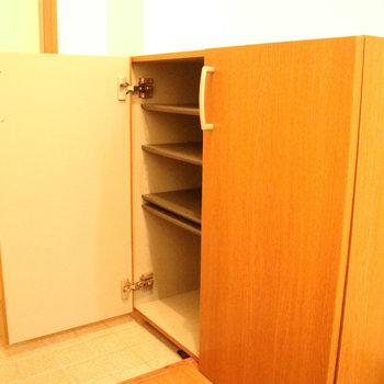 シューズボックスもばっちり◎※写真は1階の同間取り別部屋のものです