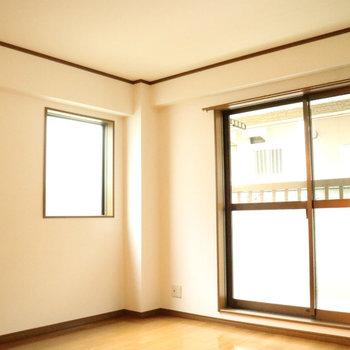 うれしい角部屋、二面採光!※写真は1階の同間取り別部屋のものです