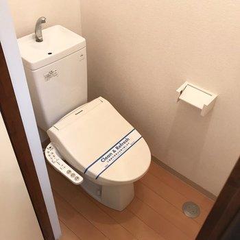 ウォシュレットトイレ。こちらも綺麗でうれしいなぁ。