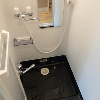 シャワールームは浴室乾燥機付き