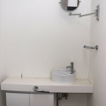 【2階】トイレにも洗面台が