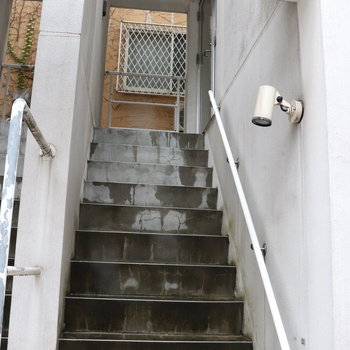 お部屋は2階です