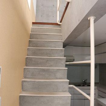 まずは2階の居室をご紹介。