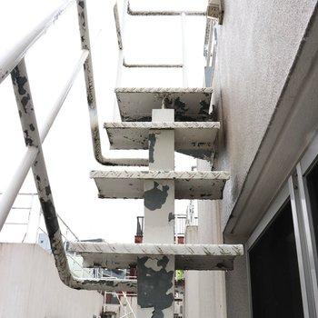 屋上に出る外階段です。