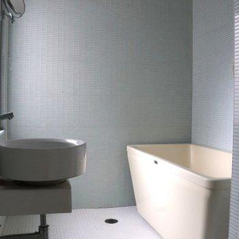 【2階】お風呂場はタイル張り