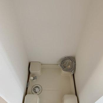 キッチン後ろ、お部屋寄りに洗濯機置き場。