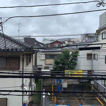 眺望は住宅とコインパーキングです。