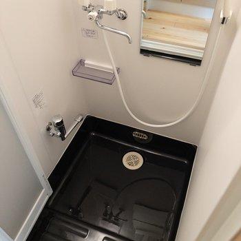シャワールームには浴室乾燥機付き※写真は前回募集時のものです