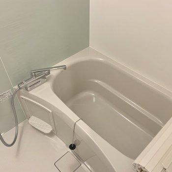 お風呂も清潔感のある空間に