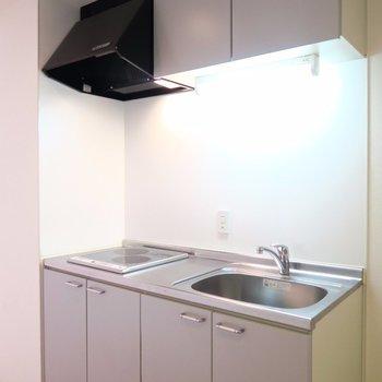 IH2口コンロのキッチン。(※写真は3階の同間取り別部屋のものです)