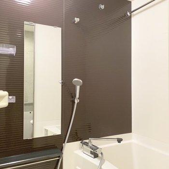 お風呂には浴室乾燥がついています