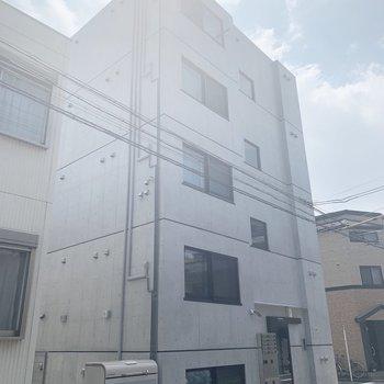 外観。地下1階地上5階建てのマンションです